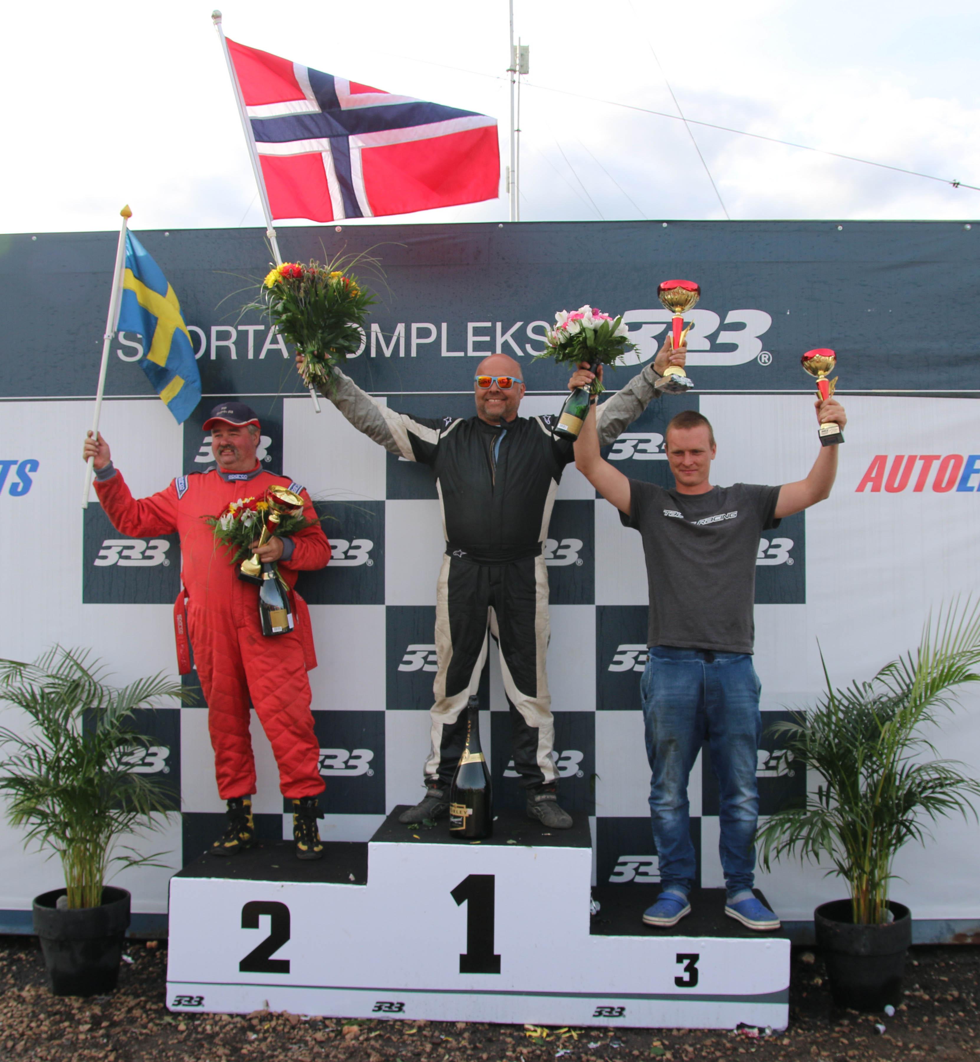 Pallen med Ola (1. plass), Mikael Persson (2. plass) og Krisaps Grunte (3. plass).